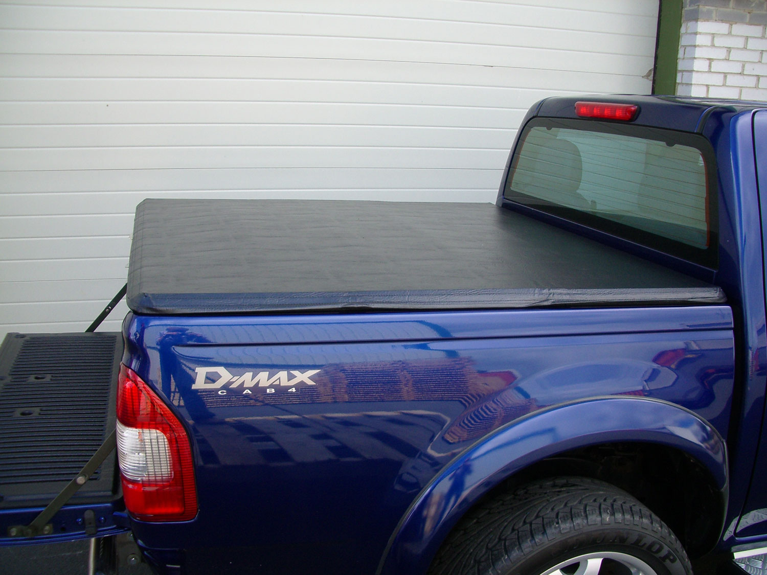 Isuzu Rodeo 03-11 Double Cab Advantage Soft Tri Folding Load Bed