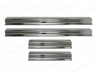 Stainless steel sill trim guard set fitted to an Isuzu Dmax 2012