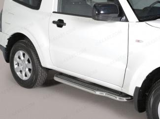 Mitsubishi Shogun / Pajero 2015 Onwards Side Bars Stainless Steel
