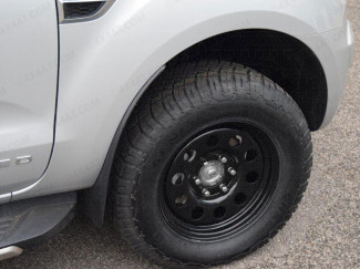Black modular steel wheel for the Mitsubishi L200