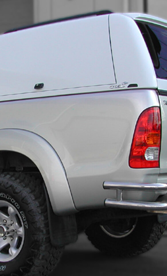 Alpha Gullwing truck top with side door closed in white