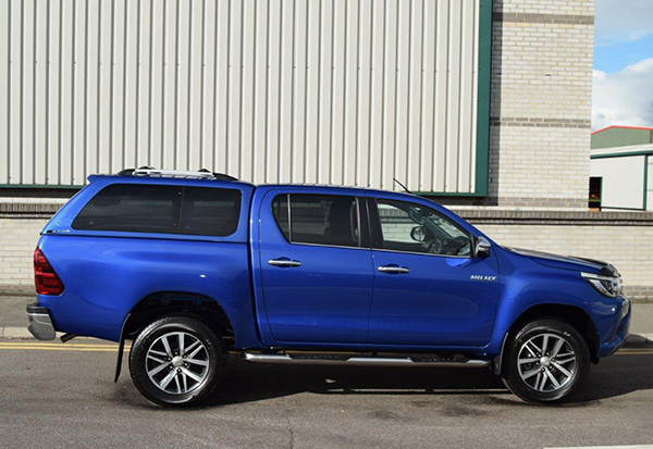 Side view of the Alpha GSR Canopy on a 2016 Toyota Hilux