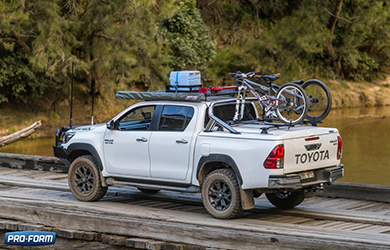 Toyota Hilux fitted with a Proform Tango Sportslid