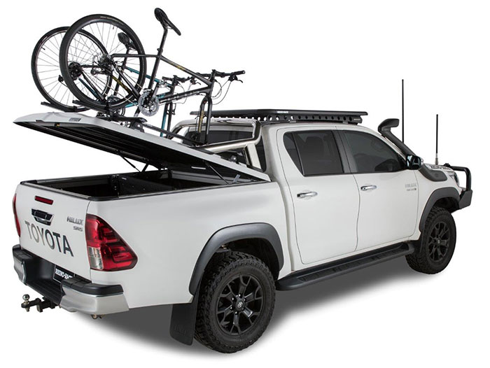 Proform Tango sports lid with roof bars and roll bar on a Toyota Hilux