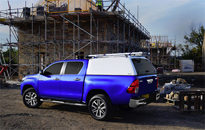Pro//Top Low roof tradesman side view with glass rear door