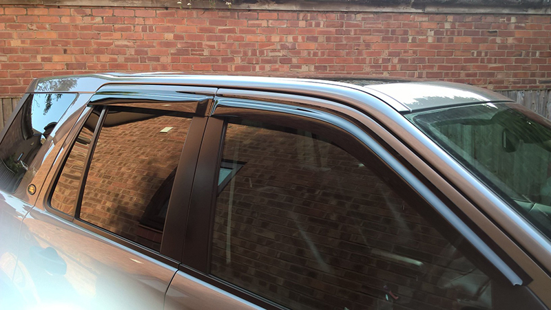 Window deflectors fitted on a Freelander